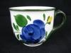 Kaffeetasse mit blauer Blume
